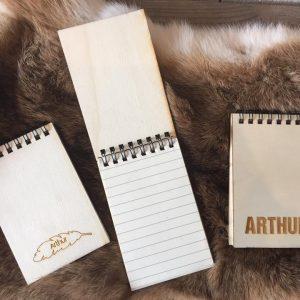 Houten notitieboekje - afwerking Arthur blad & Arthur